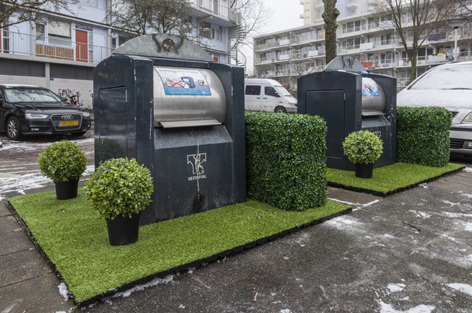 groene veldjes rond afvalcontainers